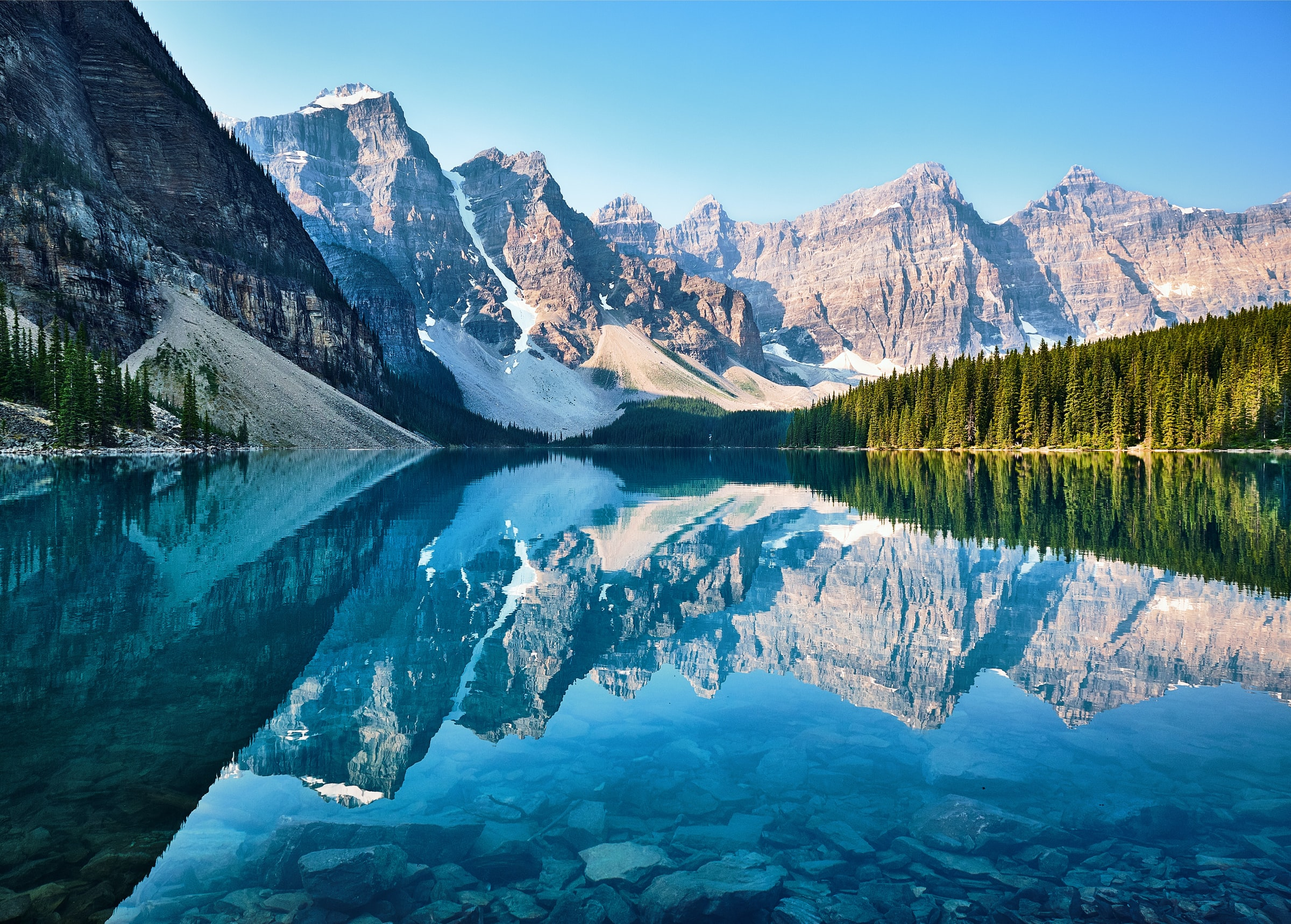 Moraine Lake, Canada Mountains